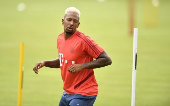 epa08337605 (FILE) - Bayern's Jerome Boateng attends a training session in Munich, Germany, 08 July 2019, re-issued 01 April 2020. Boateng got fined by his club Bayern Munich after breaking cub rules due to the corona crisis by leaving Munich without permission and crashing with his car.  EPA/LUKAS BARTH-TUTTAS *** Local Caption *** 55622968