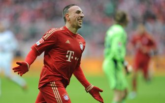 epa03122855 Munich's Franck Ribery celebrates after scoring the opening goal during the Bundesliga soccer match between FC Bayern Munich and FC Schalke 04 at Allianz-Arena in Munich, Germany, 26 February 2012.