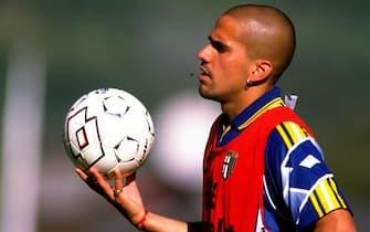10 Aug 1998:  Portrait of Juan Sebastian Veron of Parma during training in Parma, Italy. \ Photo: Claudio Villa \ Mandatory Credit: Allsport UK /Allsport