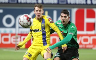 SINT-TRUIDEN, BELGIUM - FEBRUARY 15: Facundo Colidio of STVV battles for the ball with Dimitrios Chatziisaias of Cercle during the Jupiler Pro League match between Sint-Truidense VV and Cercle Brugge at Stayen on February 15, 2020 in Sint-Truiden, Belgium. (Photo by Vincent Van Doornick/Isosport/MB Media/Getty Images)