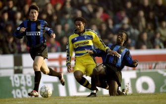 02 Feb 2000:  Ousamane Dabo of Parma is tackled by Clarence Seedorf of Inter Milan during the Italian Serie A match played at Stadio Tardini in Parma, Italy. The game finished in a 1-1 draw. \ Mandatory Credit: Claudio Villa /Allsport