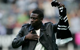 NEWCASTLE, UNITED KINGDOM - AUGUST 24: Obafemi Martins salutes the fans as he is unveiled as a new signing for Newcastle United, prior to the UEFA Cup Second qualifying round, Second leg match between Newcastle United and FK Ventspils at St James' Park on August 24, 2006 in Newcastle, England. (Photo by Alex Livesey/Getty Images)