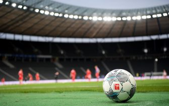 epa08438147 The offical matchball is seen before the German Bundesliga soccer match between Hertha BSC and 1. FC Union Berlin at Olympiastadion in Berlin, Germany, 22 May 2020. The Bundesliga and Second Bundesliga is the first professional league to resume the season after the nationwide lockdown due to the ongoing Coronavirus (COVID-19) pandemic. All matches until the end of the season will be played behind closed doors.  EPA/Stuart Franklin / POOL DFL regulations prohibit any use of photographs as image sequences and/or quasi-video.