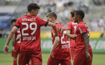 epa08439667 Leverkusen's German midfielder Kai Havertz (L) and Leverkusen's Jamaican midfielder Leon Bailey celebrate the 1-3 during the German first division Bundesliga soccer match Borussia Moenchengladbach vs Bayer 04 Leverkusen in Moenchengladbach, Germany, 23 May 2020.  EPA/INA FASSBENDER / POOL DFL REGULATIONS PROHIBIT ANY USE OF PHOTOGRAPHS AS IMAGE SEQUENCES AND/OR QUASI-VIDEO