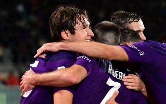 Fiorentina's midfielder Federico Chiesa (L) celebrates after scoring during the Italian Serie A soccer match between ACF Fiorentina and SS Lazio at the Artemio Franchi stadium in Florence, Italy, 27 October 2019ANSA/CLAUDIO GIOVANNINI