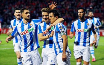 epa08270450 Real Sociedad's Mikel Oyarzabal (C-R) celebrates with teammates after scoring the 1-0 lead from the penalty spot during the Spanish King Cup's semi final second leg soccer match between CD Mirandes and Real Sociedad at Estadio Muncipal de Anduva in Burgos, Spain, 04 March 2020.  EPA/SANTI OTERO