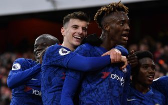 epa08093959 Chelsea's Tammy Abraham (2-R) celebrates with team mate Mason Mount (2-L) after scoring the 2-1 lead during the English Premier League soccer match between Arsenal FC and Chelsea FC held at the Emirates stadium in London, Britain, 29 December 2019.  EPA/NEIL HALL EDITORIAL USE ONLY.  No use with unauthorized audio, video, data, fixture lists, club/league logos or 'live' services. Online in-match use limited to 120 images, no video emulation. No use in betting, games or single club/league/player publications.