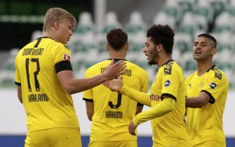 epa08439673 Dortmund's Jadon Sancho celebrates with Erling Haaland (L) after Achraf Hakimi (C) scored their side's second goal during the German Bundesliga soccer match between VfL Wolfsburg and Borussia Dortmund in Wolfsburg, Germany, 23 May 2020. The German Bundesliga is the world's first major soccer league to resume after a two-month suspension because of the Coronavirus pandemic.  EPA/MICHAEL SOHN / POOL DFL regulations prohibit any use of photographs as image sequences and/or quasi-video.