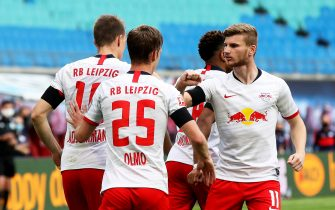 epa08447860 Lukas Klostermann (L) of Leipzig celebrates with teammate Timo Werner (R) after scoring the 1-1 equalizer during the German Bundesliga soccer match between RB Leipzig and Hertha BSC in Leipzig, Germany, 27 May 2020.  EPA/ALEXANDER HASSENSTEIN / POOL ATTENTION: The DFL regulations prohibit any use of photographs as image sequences and/or quasi-video.