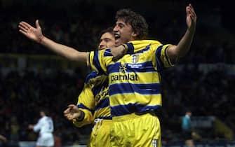 19990414 - PARMA - COPPA ITALIA: PARMA-FIORENTINA. Crespo esulta dopo il gol dell'1-0 per il Parma, a sinistra Chiesa.                 GIORGIO BENVENUTI      ANSA