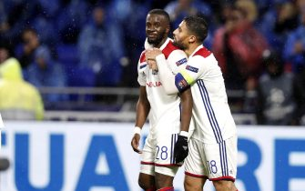 epa07149304 Olympique Lyonnais' Tanguy Ndombele (L) celebrates his goal with team mate Nabil Fekir during the UEFA Champions League Group F soccer match between Olympique Lyonnais and TSG 1899 Hoffenheim, in Lyon, France, 07 November 2018.  EPA/IAN LANGSDON