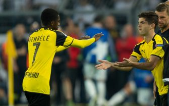 Dortmund, Germany 27.09.2016, UEFA Champions League - 2016/17 Season, Group F - Matchday 2, BV Borussia Dortmund - Real Madrid, 2:2,  Ousmane Dembele (BVB) wechselt mit Christian Pulisic (BVB)   (Photo by TF-Images/Getty Images)