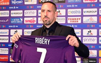 The new French forward of ACF Fiorentina, Franck Henry Pierre Ribery, poses for a photo during his official presentation in Florence, Italy, 22 August 2019 Florence ANSA/CLAUDIO GIOVANNINI