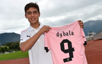 BOLZANO, ITALY - JULY 21:  Paulo Dybala shows his new shirt during his presentation as the club's new signing, after a US Citta di Palermo pre-season training session at Sport Well Center on July 21, 2012 in Malles Venosta near Bolzano, Italy.  (Photo by Tullio M. Puglia/Getty Images)