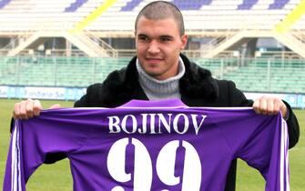 20050201-FIRENZE-SPR-CALCIO- PRESENTAZIONE VALERI BOJINOV. Il nuovo attaccante della Fiorentina, Valeri Bojinov, alla sua presentazione allo stadio Artemio Franchi di Firenze. MARCO BUCCO/ANSA.