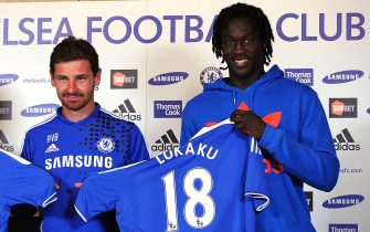 COBHAM, ENGLAND - AUGUST 23:  Oriel Romeu (L), Manager Andre Villas Boas and Romelu Lukaku pose for the camera's during the Chelsea new signings of Oriol Romeu and Romelu Lukaku press conference on August 23, 2011 in Cobham, England.  (Photo by Christopher Lee/Getty Images)