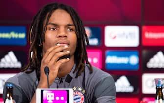 epa05458248 New recruit Renato Sanches speaks at an FCBayern Munich press conference in the Allianz Arena in Munich,Germany, 06 August 2016.  EPA/Matthias Balk