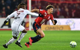 Lille's French Moroccan defender Kevin Malcuit (R) vies for the ball with Nice's French midfielder Allan Saint-Maximin  during the French L1 football match between Lille (LOSC) and Nice (OGCN) on December 20, 2017, at the Pierre-Mauroy Stadium in Villeneuve d'Ascq, near Lille, northern France. / AFP PHOTO / DENIS CHARLET        (Photo credit should read DENIS CHARLET/AFP via Getty Images)