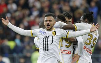 epa05274456 Sofiane Boufal of Lille celebrates with teammates after Djibril Sidibe scored during the French Coupe de la Ligue final soccer match between Paris Saint-Germain (PSG) and Lille at the Stade de France stadium, in Paris, France, 23 April 2016.  EPA/YOAN VALAT