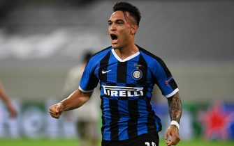epa08609573 Lautaro Martinez of Inter celebrates after scoring the 1-0 lead during the UEFA Europa League semi final match between Inter Milan and Shakhtar Donetsk in Duesseldorf, Germany, 17 August 2020.  EPA/Sascha Steinbach / POOL
