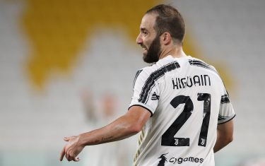 TURIN, ITALY - AUGUST 01: Gonzalo Higuain of Juventus reacts during the Serie A match between Juventus and AS Roma on August 01, 2020 in Turin, Italy. (Photo by Jonathan Moscrop/Getty Images)