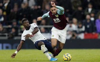 epa08052167 Tottenham Hotspur's Serge Aurier (L) vies for the ball against Burnley's Dwight McNeil (R) during their English Premier League soccer match between Tottenham Hotspur and Burnley at the Tottenham Hotspur Stadium, London, Britain, 07 December 2019.  EPA/WILL OLIVER EDITORIAL USE ONLY. No use with unauthorized audio, video, data, fixture lists, club/league logos or 'live' services. Online in-match use limited to 120 images, no video emulation. No use in betting, games or single club/league/player publications