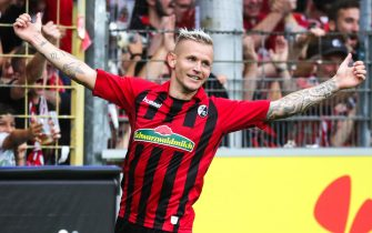 epa07777961 Freiburg's Jonathan Schmid celebrates scoring during the German Bundesliga soccer match between SC Freiburg and FSV Mainz 05 in Freiburg, Germany, 17 August 2019.  EPA/ARMANDO BABANI CONDITIONS - ATTENTION: The DFL regulations prohibit any use of photographs as image sequences and/or quasi-video