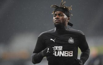 epa08718530 Allan Saint-Maximin of Newcastle warms up prior to the English Premier League match between Newcastle United and Burnley in Newcastle, Britain, 03 October 2020.  EPA/Stu Forster / POOL EDITORIAL USE ONLY. No use with unauthorized audio, video, data, fixture lists, club/league logos or 'live' services. Online in-match use limited to 120 images, no video emulation. No use in betting, games or single club/league/player publications.