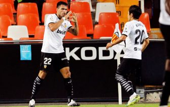epa08667190 Valencia's Maxi Gomez (L) celebrates with teammate Lee Kang-in (R) after scoring the 2-2 equalizer during the Spanish La Liga soccer match between Valencia CF and Levante UD at Mestalla Stadium in Valencia, Spain, 13 September 2020.  EPA/Juan Carlos Cardenas