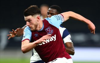 epa08755895 West Ham's Declan Rice (front) in action against Tottenham's Serge Aurier (back) during the English Premier League soccer match between Tottenham Hotspur and West Ham United in London, Britain, 18 October 2020.  EPA/Clive Rose / POOL EDITORIAL USE ONLY. No use with unauthorized audio, video, data, fixture lists, club/league logos or 'live' services. Online in-match use limited to 120 images, no video emulation. No use in betting, games or single club/league/player publications.