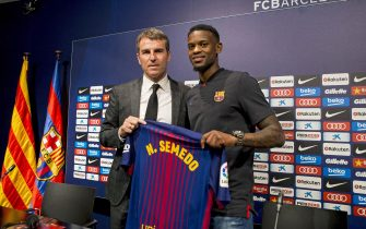 epa06088013 FC Barcelona's new signed player Nelson Semedo (R) and FC Barcelona's Sports Manager Robert Fernandez (L) pose with his jersey as Semedo is presented as new player durign a press conference at Camp Nou stadium in Barcelona, Catalonia, Spain, 14 July 2017. Barcerlona signed right-back Semedo from Portuguese club Benfica for an reported 30 million euro.  EPA/QUIQUE GARCIA