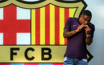 epa06908411 Brazilian player Malcom Filipe Silva de Oliveira poses for the media during his presentation as new player of FC Barcelona for the next five seasons, in Barcelona, Spain, 24 July 2018.  EPA/Quique Garcia