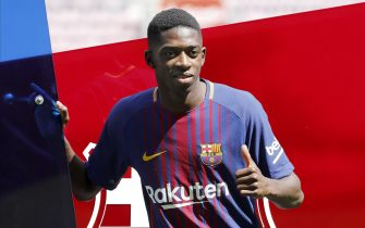 FC Barcelona's new player French Ousmane Dembele controls the ball during his presentation at Camp Nou stadium in Barcelona, Spain, 28 August 2017. EFE/Andreu Dalmau