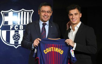 epa06425082 Brazilian midfielder Philippe Coutinho (R), with FC Barcelona's President Jordi Bartomeu (L), pose for photographers during his presentation as new FC Barcelona's player in Barcelona, Catalonia, Spain, 08 January 2018. Former Liverpool player signs his new contract until 2023 and is now Barcelona's most expensive player ever.  EPA/Alejandro Garcia