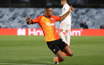 epa08762628 Shakhtar Donetsk's Tete celebrates after scoring the opening goal during the UEFA Champions League group B soccer match between Real Madrid and Shakhtar Donetsk at Alfredo Di Stefano stadium in Madrid, Spain, 21 October 2020.  EPA/JUANJO MARTIN