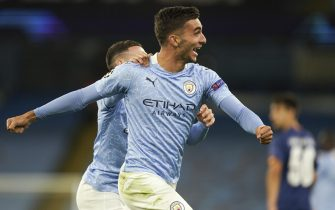 epa08763303 Ferran Torres (R) of Manchester City celebrates with teammate Phil Foden (L) after scoring the lead 3-1 during the UEFA Champions League group C soccer match between Manchester City and FC Porto in Manchester, Britain, 21 October 2020.  EPA/Tim Keeton / POOL