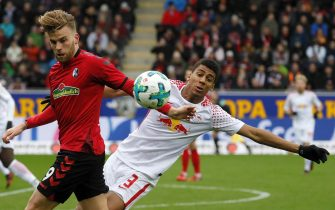 epa06457335 Freiburg's Lucas Hoeler (L) in action against Leipzig's Bernardo (R)  during the German Bundesliga soccer match between SC Freiburg and RB Leipzig in Freiburg, Germany, 20 January 2018.  EPA/RONALD WITTEK (EMBARGO CONDITIONS - ATTENTION: Due to the accreditation guidelines, the DFL only permits the publication and utilisation of up to 15 pictures per match on the internet and in online media during the match.)