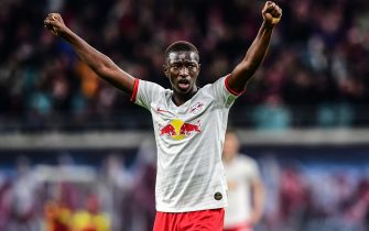 epa08085420 Leipzig's Amadou Haidara celebrates their win at the end of the German Bundesliga soccer match between RB Leipzig vs FC Augsburg in Leipzig, Germany, 21 December 2019.  EPA/FILIP SINGER CONDITIONS - ATTENTION: The DFL regulations prohibit any use of photographs as image sequences and/or quasi-video.