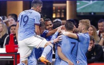 epa06672138 New York City players mob New York City midfielder Alexander Ring after he scored the game-tying goal against the Atlanta United during the second half of the MLS soccer match between the New York City FC and Atlanta United FC at Mercedes-Benz Stadium in Atlanta, Georgia, USA, 15 April 2018.  EPA/ERIK S. LESSER