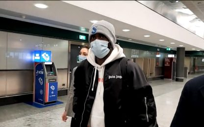 Milan, Tomori è atterrato alla Malpensa. VIDEO