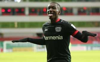 epa08933770 Moussa Diaby of Bayer Leverkusen celebrates after scoring their team's third goal during the DFB Cup second round match between Bayer 04 Leverkusen and Eintracht Frankfurt at BayArena in Leverkusen, Germany, 12 January 2021.  EPA/CHRISTOF KOEPSEL / POOL The DFB regulations prohibit any use of photographs as image sequences and/or quasi-video.