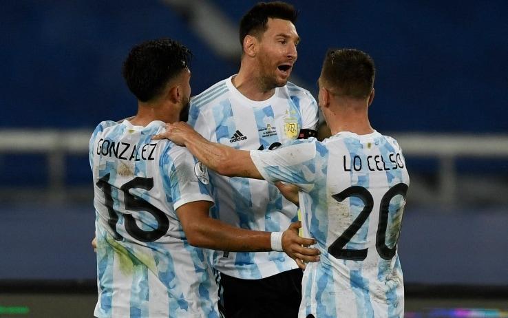 Nico Gonzalez con Messi e Lo Celso (Getty)