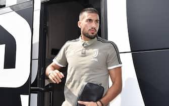 Emre Can scende dal pullman della squadra per la partitella Juventus A-Juventus B a Villar Perosa, Torino, 12 agosto 2018. ANSA/ALESSANDRO DI MARCO