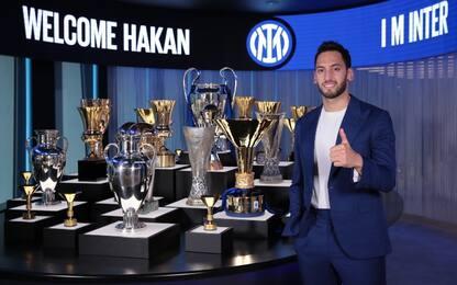 Calhanoglu ufficiale all'Inter: firma fino al 2024