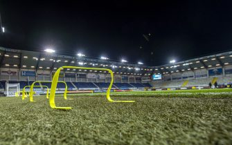 16 December 2020, North Rhine-Westphalia, Paderborn: Football: 2nd Bundesliga, SC Paderborn 07 - Eintracht Braunschweig, Matchday 12, at Benteler Arena. View of the empty turf with floodlights. Photo: David Inderlied/dpa - IMPORTANT NOTE: In accordance with the regulations of the DFL Deutsche Fußball Liga and/or the DFB Deutscher Fußball-Bund, it is prohibited to use or have used photographs taken in the stadium and/or of the match in the form of sequence pictures and/or video-like photo series.