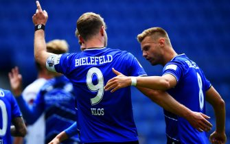 epa08468561 Fabian Klos (L) of Bielefeld celebrates with teammate Florian Hartherz (R) after scoring the 1-0 lead during German Bundesliga Second Division soccer match between Arminia Bielefeld and FC Nuernberg in Bielefeld, Germany, 06 June 2020.  EPA/STUART FRANKLIN / POOL CONDITIONS - ATTENTION: The DFL regulations prohibit any use of photographs as image sequences and/or quasi-video.