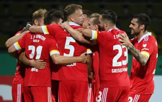 KARLSRUHE, GERMANY - SEPTEMBER 12: Nico Schlotterbeck of Berlin celebrates his team's first goal with teammates during the DFB Cup first round match between Karlsruher SC and 1. FC Union Berlin at Wildparkstadion on September 12, 2020 in Karlsruhe, Germany. (Photo by Matthias Hangst/Getty Images)