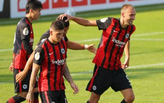 MUNICH, GERMANY - SEPTEMBER 12: (BILD ZEITUNG OUT) Andre Silva of Eintracht Frankfurt celebrates after scoring his team's first goal with team mates during the DFB Cup first round match between TSV 1860 Muenchen and Eintracht Frankfurt at Stadion an der Gruenwalder Straße on September 12, 2020 in Munich, Germany. (Photo by Thomas Bachun/DeFodi Images via Getty Images)