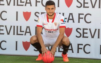 epa08654340 Sevilla FC's new player Oscar Rodriguez poses during his presentation at the team's sports city in Seville, Spain, 08 September 2020.  EPA/RAUL CARO