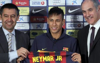 File pictured dated last 03 June 2013 that shows FC Barclona's president Josep Maria Bartomeu (L) during the presentation of Brazilian striker Neymar (C) next to Sports Manager Andoni Zubizarreta (R) during his presentation held in Barcelona, Catalonia, Spain. The High Court's judge Pablo Ruz has imputed to Bartomeu in the ongoing tax fraud investigation involving the club's signing of Brazilian striker Neymar. Bartomeu must state upcoming 13 February. EFE/Albert Olive